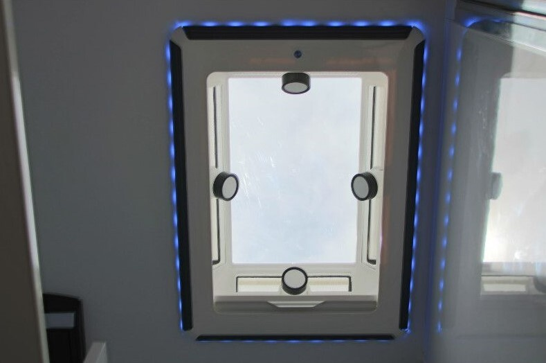 Camec 4 Season Evolution Roof Hatch/Skylight - 700mm x 500mm